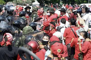 2010-04-11T164536Z_01_NOOTR_RTRMDNP_2_JAPAN-147634-1-pic0.jpg